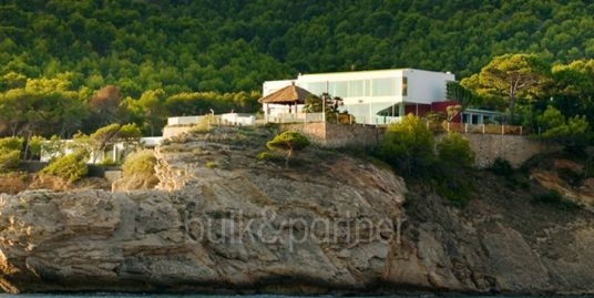 Luxury villa with sea access in Playa del Albir