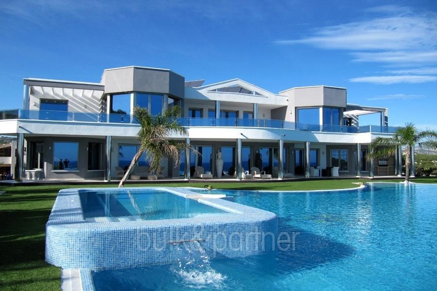 Elegante Luxusvilla in erster Meeresline in Moraira