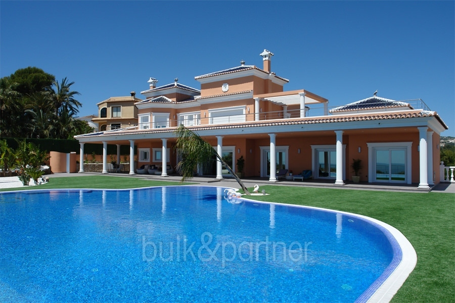 Frontline luxury villa in Moraira