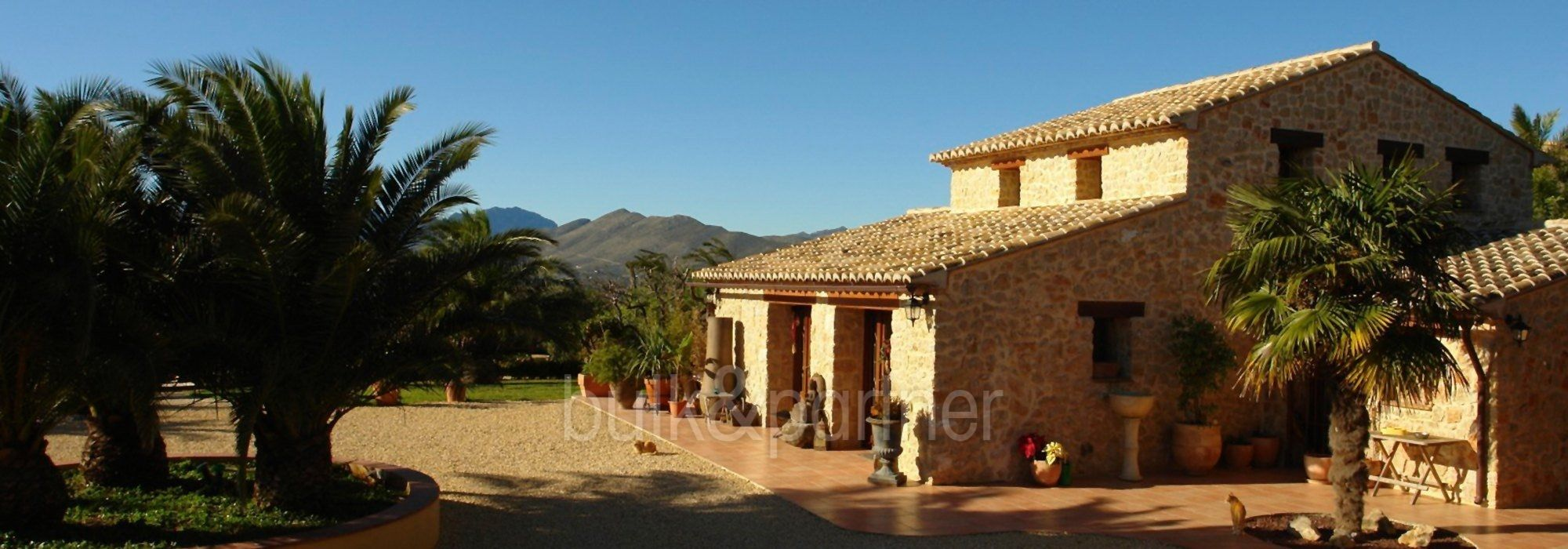 Stone finca with gardens and sea views in Benissa