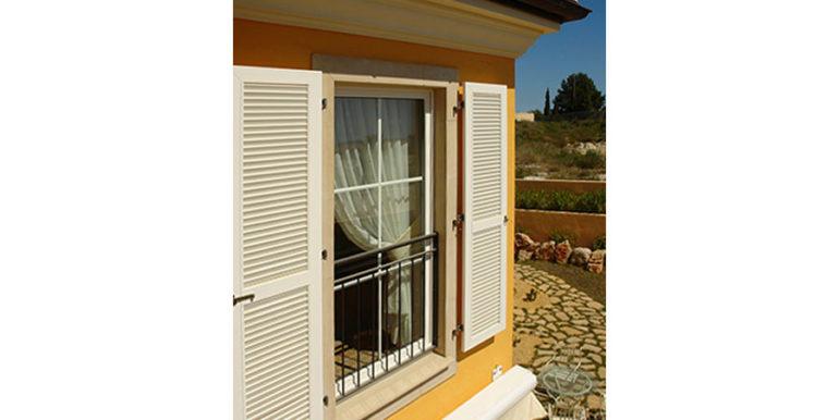 Mediterrane Villa in Moraira Coma de los Frailes - Grundriss Fenster mit Fensterladen - ID: 5500024 - Fertighaus Hanse Haus Spanien / in Deutschland hergestellt - Fotograf Torsten Bulk
