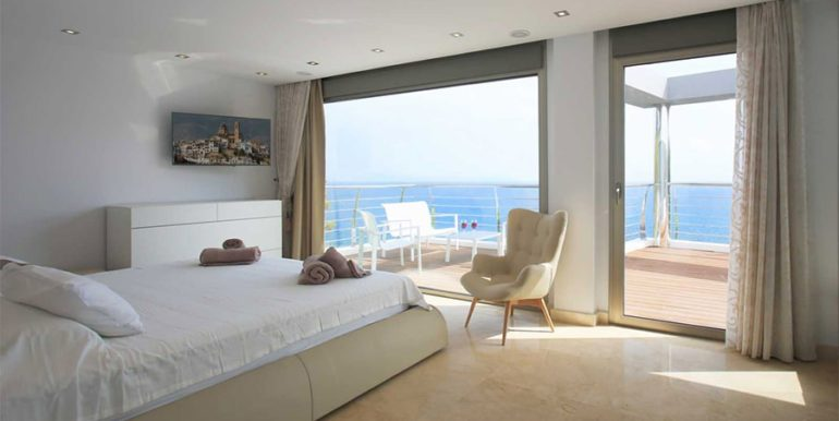 Exclusive first line luxury villa in Altéa Campomanes - Master bedroom sea views - ID: 5500659 - Architect David Montés López