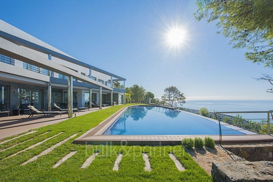 Exclusive first line luxury villa in Altéa