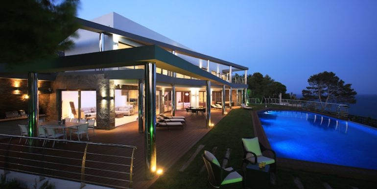 Exclusive first line luxury villa in Altéa Campomanes - Terrace and Pool illuminated - ID: 5500659