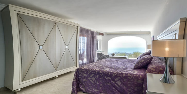 Luxury property with breathtaking sea views in Moraira Coma de los Frailes - Bedroom with sea views - ID: 5500661