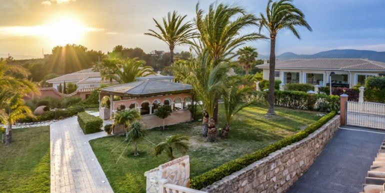 Luxury property with breathtaking sea views in Moraira Coma de los Frailes - Garden with BBQ / Summer kitchen and sunrise - ID: 5500661