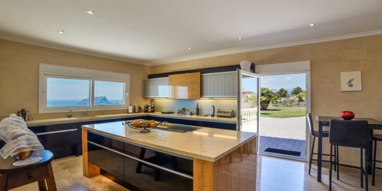 Luxury property with breathtaking sea views in Moraira Coma de los Frailes - Kitchen with sea views - ID: 5500661