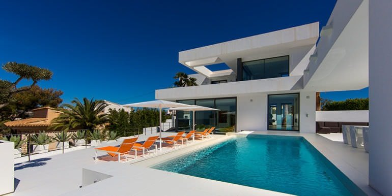New villa in minimalist style with sea views in Moraira El Portet - Pool terrace and villa - ID: 5500633