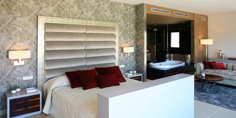 Unique luxury villa in exposed location in Moraira Paichi - Master bedroom - ID: 5500660