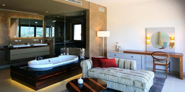Unique luxury villa in exposed location in Moraira Paichi - Master bathroom - ID: 5500660
