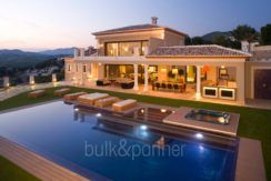 Unique luxury villa in exposed location in Moraira Paichi - Pool terrace by night - ID: 5500660