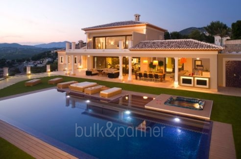 Unique luxury villa in exposed location in Moraira Paichi - Pool terrace by night - ID: 5500660