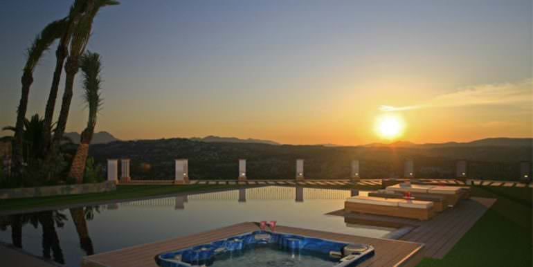 Unique luxury villa in exposed location in Moraira Paichi - Sunrise from the pool - ID: 5500660
