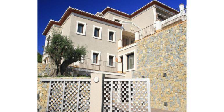 Unique luxury villa in exposed location in Moraira Paichi - Side view - ID: 5500660