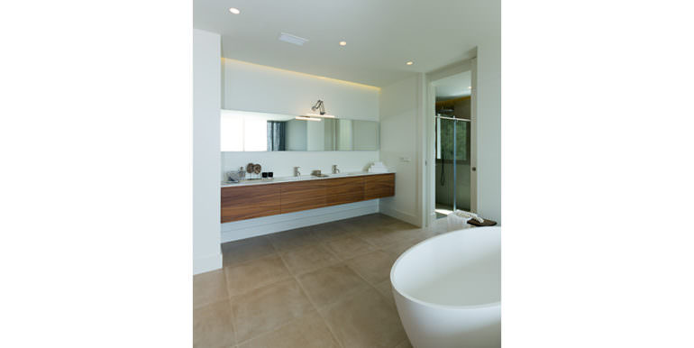 Modern luxury villa with sea views in Altéa Hills - Bathroom - ID: 5500676 - Photographer Germán Cabo
