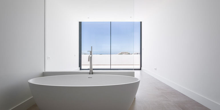 Modern luxury villa with sea views in Altéa Hills - Bathroom with sea views - ID: 5500676 - Photographer Germán Cabo