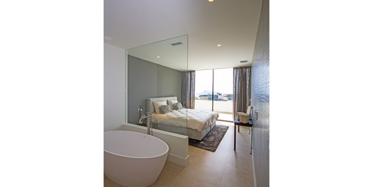 Modern luxury villa with sea views in Altéa Hills - Open bathroom and bedroom - ID: 5500676 - Architecture by Pepe Giner - Photographer Germán Cabo