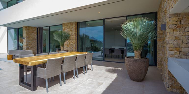 Modern luxury villa with sea views in Altéa Hills - Pool terrace with dining area - ID: 5500676 - Architecture by Pepe Giner - Photographer Germán Cabo