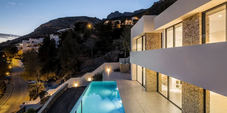 Modern luxury villa with sea views in Altéa Hills - Pool terrace illuminated - ID: 5500676 - Architecture by Pepe Giner - Photographer Germán Cabo