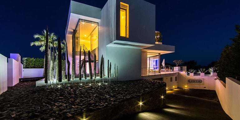 New villa in minimalist style with sea views in Moraira El Portet - Side view illuminated and entrance underground car park - ID: 5500633 - Photographer: Michael van Oosten