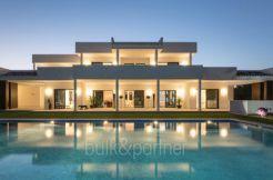 Neue Luxusvilla in bester Wohnlage in Moraira Cap Blanc - Pool und Villa beleuchtet - ID: 5500665 - Fotograf Germán Cabo
