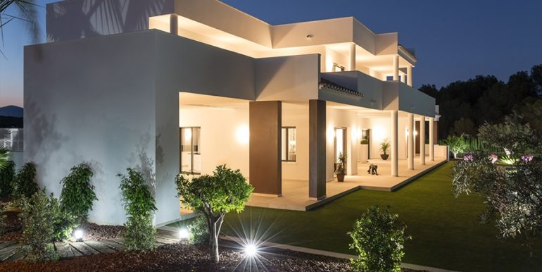 Newly-built villa in the most exclusive area in Moraira Cap Blanc - Side view and garden illuminated - ID: 5500665 - Photographer: Germán Cabo