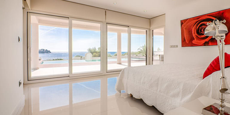 Seafront luxury villa in Benissa Cala Advocat - Bedroom with sea views - ID: 5500677