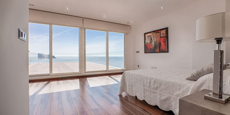Seafront luxury villa in Benissa Cala Advocat - Bedroom with private terrace and sea views - ID: 5500677