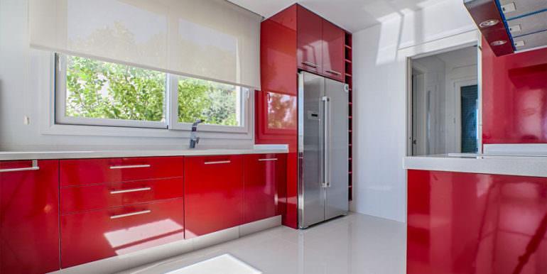 Seafront luxury villa in Benissa Cala Advocat - Red kitchen - ID: 5500677