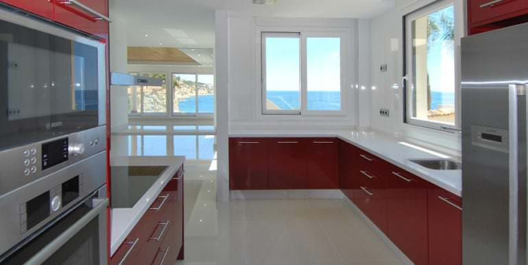Seafront luxury villa in Benissa Cala Advocat - Red kitchen with sea views - ID: 5500677