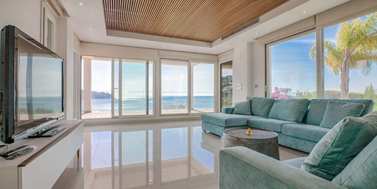 Seafront luxury villa in Benissa Cala Advocat - Living area with sea views - ID: 5500677