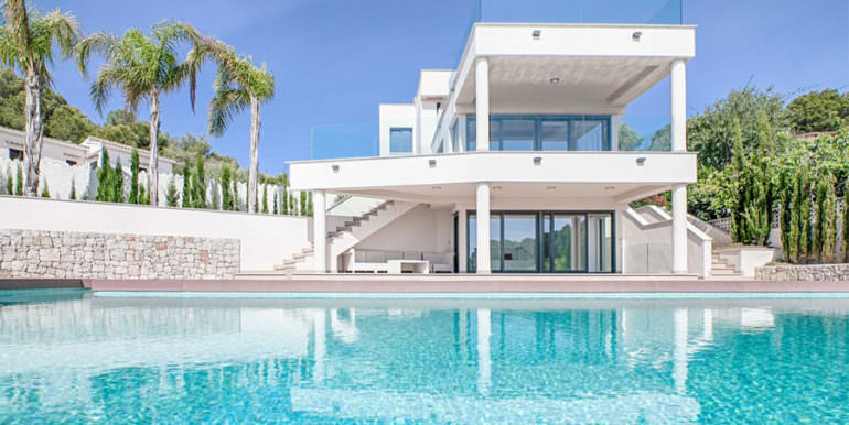 Seafront luxury villa in Benissa Cala Advocat - Pool terrace and villa - ID: 5500677