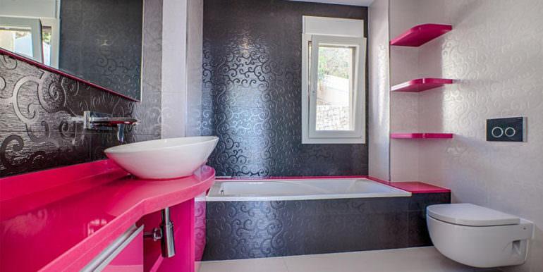 Wonderful new villa with stunning sea views in Moraira San Jaime/Moravit - Bathroom with bathtub - ID: 5500675