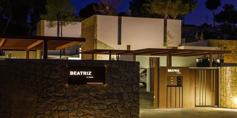 Modern design luxury villa in Moraira Moravit - Urbanization entrance gate illuminated - ID: 5500684 - Architect Ramón Esteve Estudio