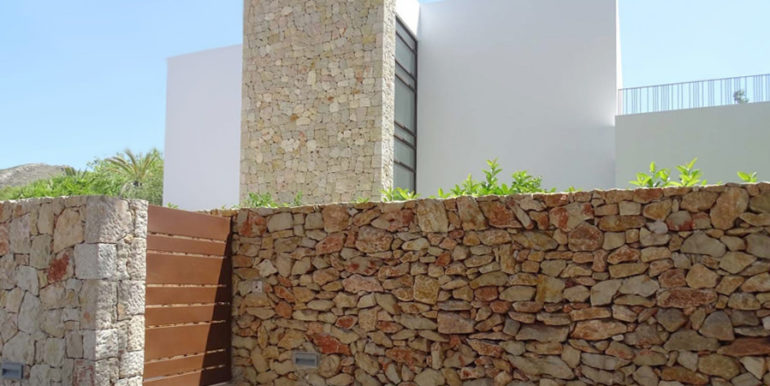 Modern new built luxury villa in Moraira El Portet - Entrance gate and natural stone wall - ID: 5500685 - Architect Ramón Esteve