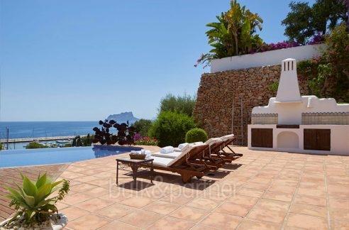 Ibizan luxury villa with harbour/sea view in Moraira Portichol/Club Náutico - Pool view at the Marina, Calpe Rock Peñon de Ifach and the Mediterranean - ID: 5500688 - Architect Joaquín Lloret - Photographer Torsten Bulk