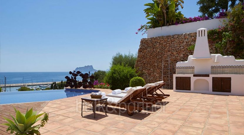 Ibizan luxury villa with harbour/sea view in Moraira Portichol/Club Náutico - Pool view at the Marina, Calpe Rock Peñon de Ifach und das Mittelmeer - ID: 5500688 - Architect Joaquín Lloret - Photographer Torsten Bulk
