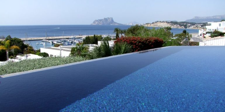 Ibizan luxury villa with harbour/sea view in Moraira Portichol/Club Náutico - Pool view at the Marina, Calpe Rock Peñon de Ifach and the Mediterranean - ID: 5500688 - Architect Joaquín Lloret - Photographer Torsten Bulk