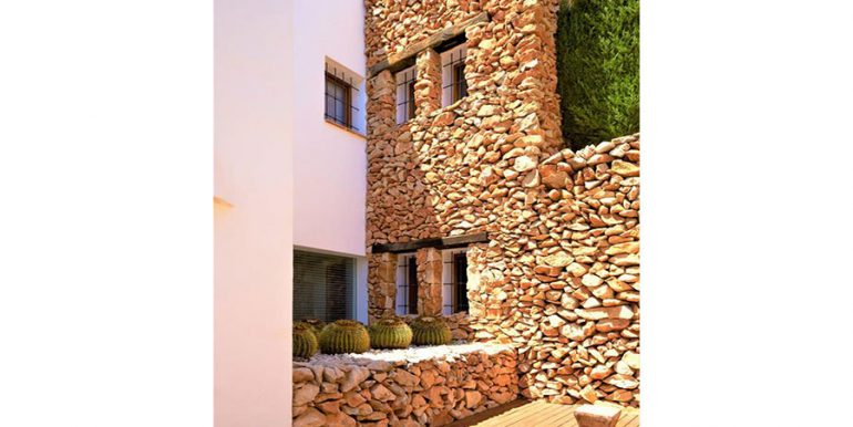 Ibizan luxury villa with harbour/sea view in Moraira Portichol/Club Náutico - Natural stone wall - ID: 5500688 - Architect Joaquín Lloret - Photographer Torsten Bulk