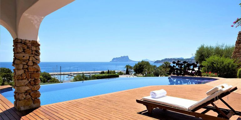 Ibizan luxury villa with harbour/sea view in Moraira Portichol/Club Náutico - Pool terrace with sea views - ID: 5500688 - Architect Joaquín Lloret - Photographer Torsten Bulk