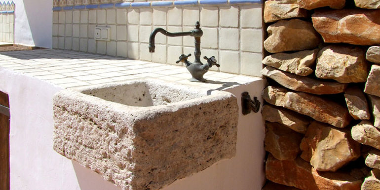 Ibizan luxury villa with harbour/sea view in Moraira Portichol/Club Náutico - Old sink - ID: 5500688 - Architect Joaquín Lloret - Photographer Torsten Bulk