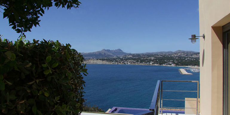 Superb luxury villa in prime location in Moraira El Portet/Cap d'Or - Master bedroom terrace with sea and panoramic views - ID: 5500689 - Architect Joaquín Lloret - Photographer Torsten Bulk
