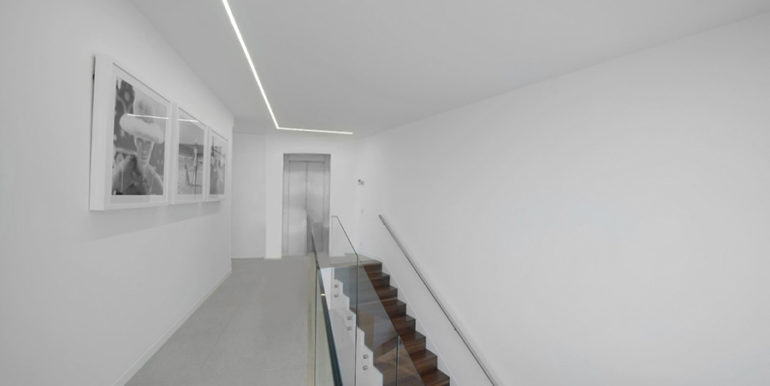 Luxury villa with perfect sea views in Moraira Benimeit - Hallway and stairs in the top floor - ID: 5500670 - Architect Ramón Gandia Brull (RGB Arquitectos)