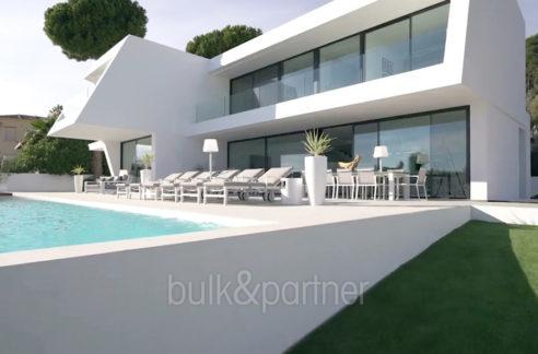 Luxury villa with perfect sea views in Moraira Benimeit - Pool terrace and villa - ID: 5500670 - Architect Ramón Gandia Brull (RGB Arquitectos)