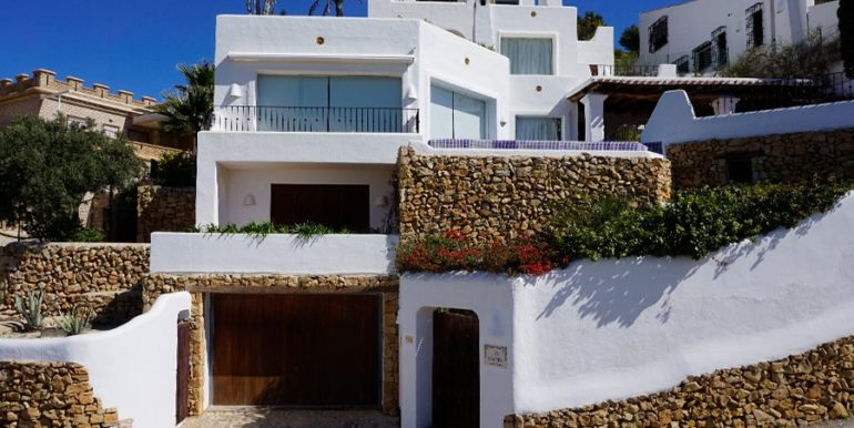 Außergewöhnliche Luxusvilla im Ibiza-Style in Moraira El Portet - Frontal - ID: 5500687 - Architekt Joaquín Lloret