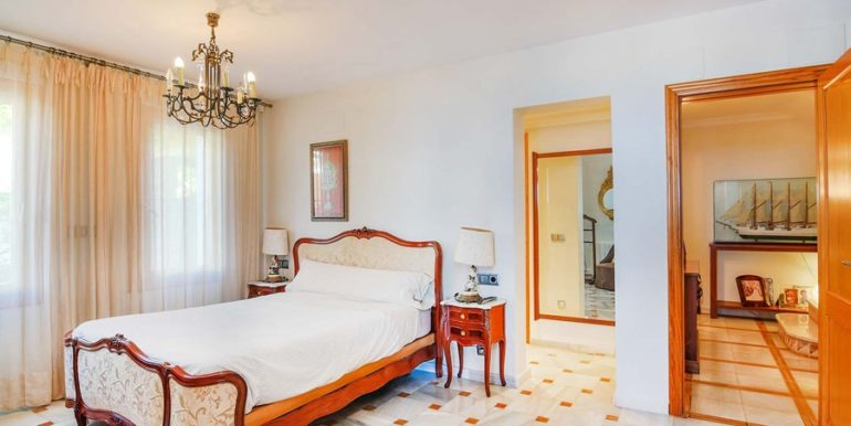 Frontline villa in Benissa Les Bassetes - Bedroom - ID: 5500695