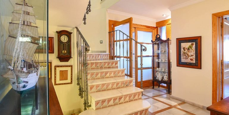Frontline villa in Benissa Les Bassetes - Entrance area and staircase - ID: 5500695