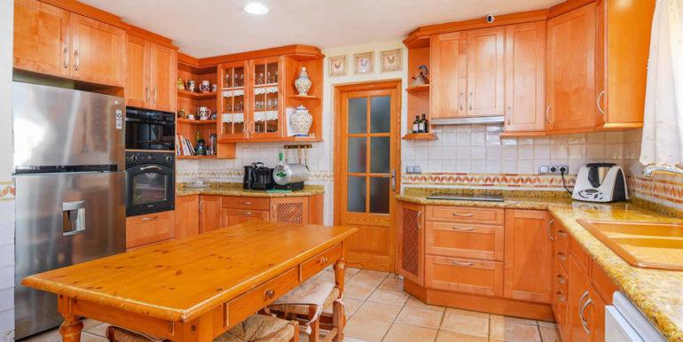 Frontline villa in Benissa Les Bassetes - Kitchen - ID: 5500695