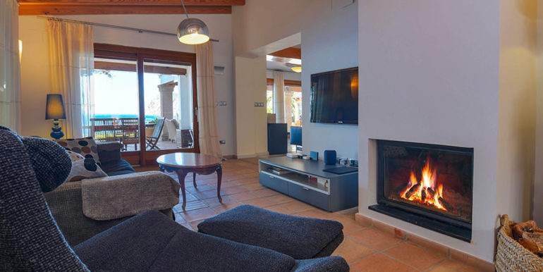 Frontline villa in Benissa Les Bassetes - Living area with tv and fire place - ID: 5500695