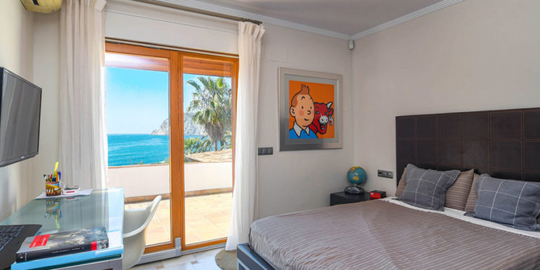Frontline villa in Benissa Les Bassetes - Sea views from the bedroom - ID: 5500695